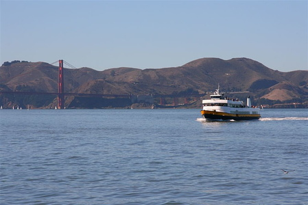 Bay cruiser passing in front of the Golden Gate bridge