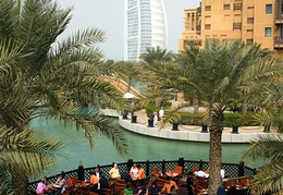 Dining on the Madinat Jumeirah water front